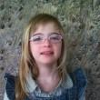 Jeune fille avec des lunnettes
